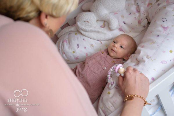 ungestellte Familienfotos in Marburg - Neugeborenenfotografen Marburg