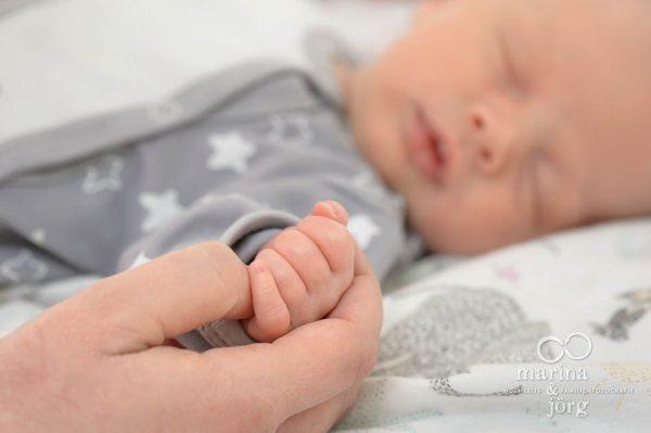 Babyfotograf Gießen - ungestelltes Babyfoto