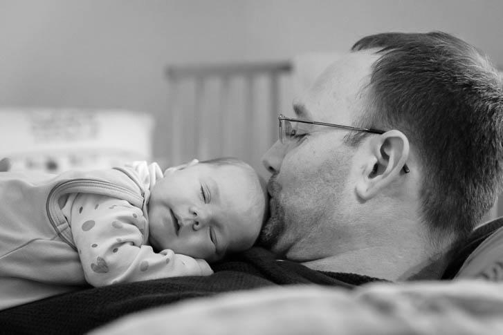 Babyfotografen Gießen - bei unseren Neugeborenenreportagen entstehen natürliche Babyfotos und ungestellte Neugeborenenfotos. Einzigartig und emotional.